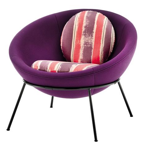 Bowl chair by Lina Bo Bardi reissued by Arper_dezeen_20