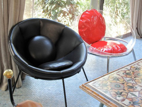 Bowl chair by Lina Bo Bardi reissued by Arper_dezeen_23
