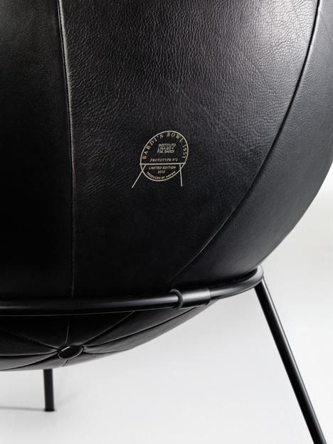 Bowl chair by Lina Bo Bardi reissued by Arper_dezeen_6