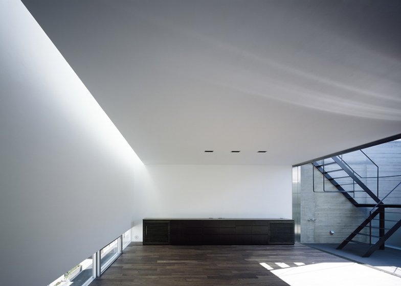 Concrete house named Calm by Apollo Architects & Associates