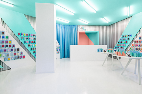 Doctor Manzana colourful gadget shop interior by Masquespacio_dezeen_