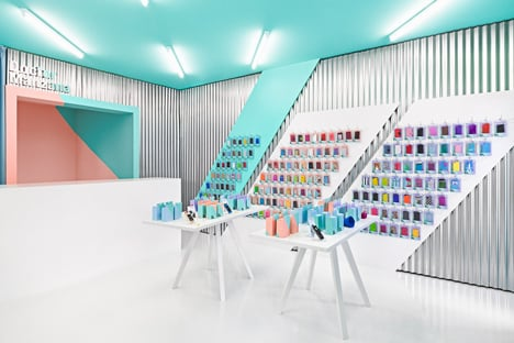 Doctor Manzana colourful gadget shop interior by Masquespacio_dezeen_3