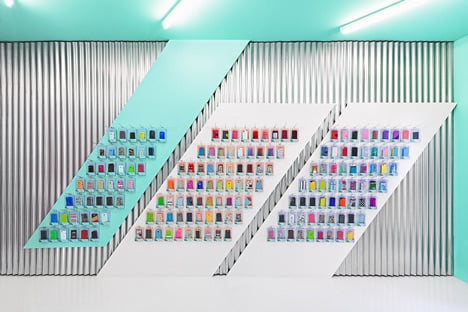 Doctor Manzana colourful gadget shop interior by Masquespacio_dezeen_4