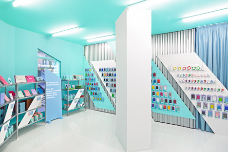 Doctor Manzana colourful gadget shop interior by Masquespacio_dezeen_5