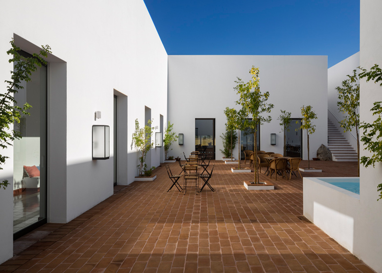 Ecork Hotel in Evora by Jose Carlos Cruz Arquitecto