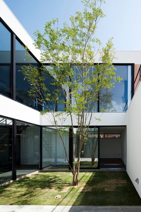 Fleuve by Apollo Architects & Associates_dezeen_7