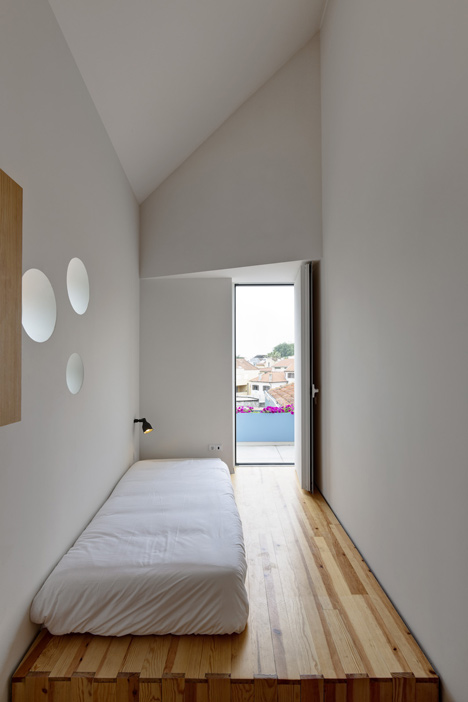 Flower House by Ezzo architects_dezeen_12