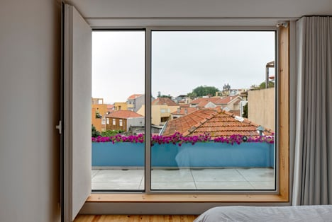 Flower House by Ezzo architects_dezeen_13