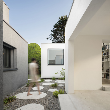 House extension with stepping stones leading inside by Haberstroh Schneider