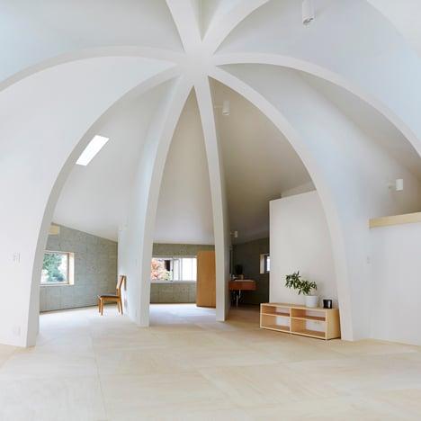 Hiroyuki Shinozaki's House I features stone walls surrounding a ribbed dome