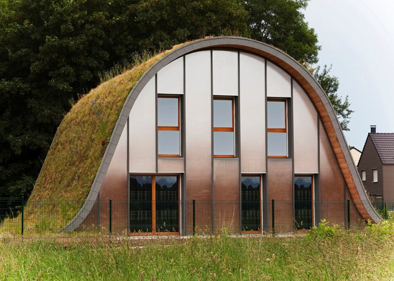 Hump-shaped house blanketed by plants by Patrick Nadeau