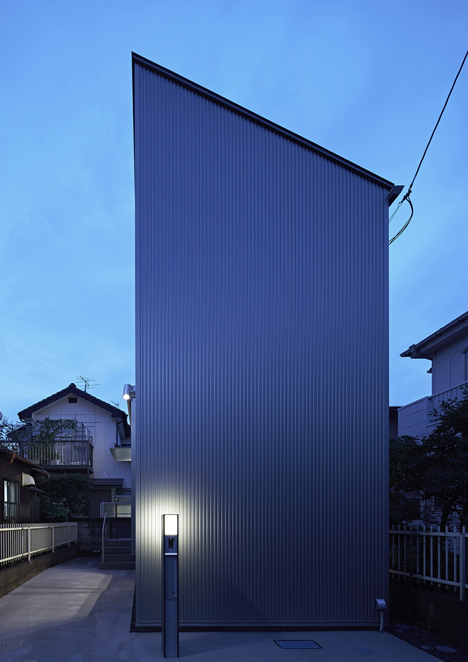 Long Window House by Another Apartment<br /> has no windows or doors on its facade