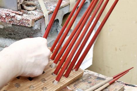 Nendo chopsticks for Hashikura Matsukan _dezeen_34