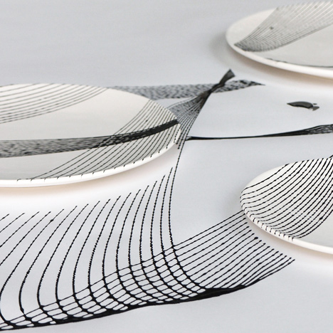 Patterned plates decorated using a pendulum
