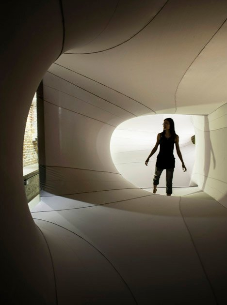 Suspense Immersive Fabric Installation by Sophia Chang_dezeen_13