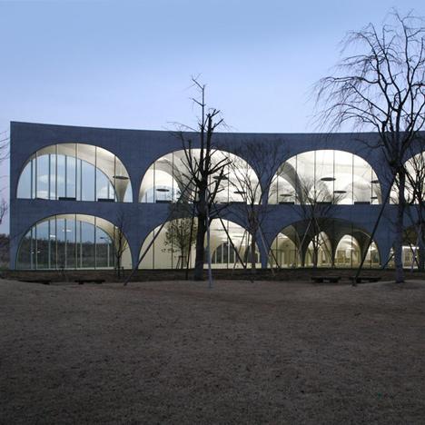 Tama-Art-University-Library-by-Toyo-Ito