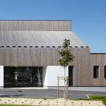 "Timber-clad kindergarten with ""the silhouette of a house"" by Topos Architecture"