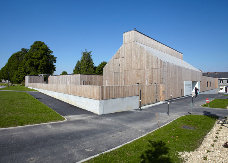 Timber-clad kindergarten in France by Topos Architecture