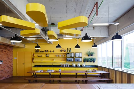 Walmart.com office in Brazil by Estudio Guto Requena