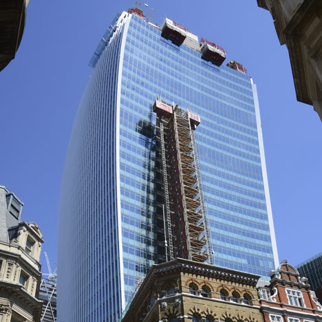 "Rafael Viñoly's Walkie Talkie ""melts cars"""
