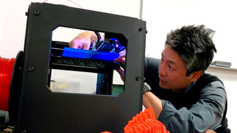 Chang-rae Lee using a MakerBot Replicator 2 to create his 3D-printed book cover