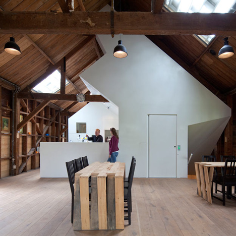Bureau SLA inserts bright white gallery into old timber armoury