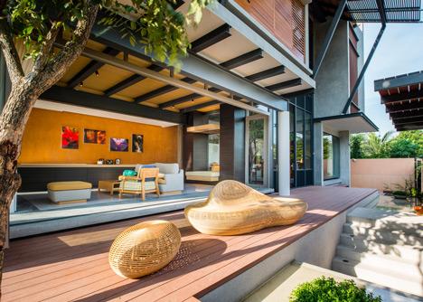 Baan Yo Yen courtyard house in Thailand by TACHA_Design