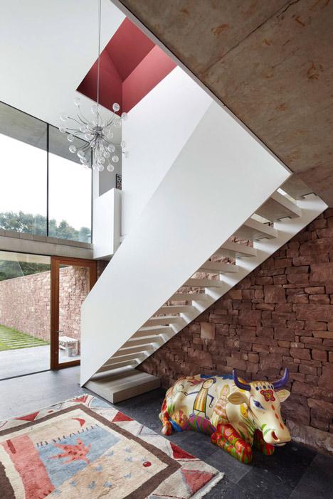 Coastal concrete house on a red sandstone base by ShedKM