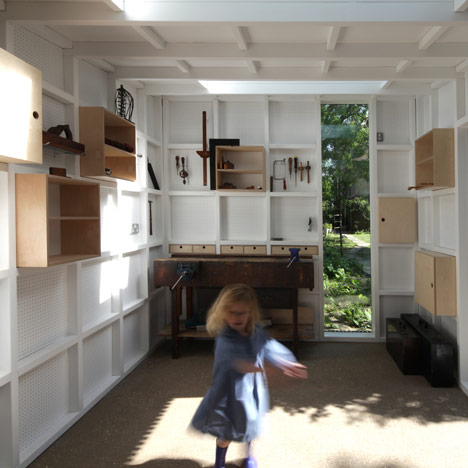 Garden workshop in Cambridge by Rodic Davidson Architects_dezeen_16sq