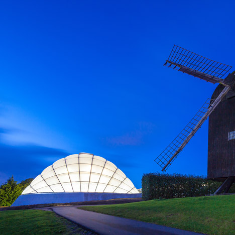 Quilted greenhouse by C. F. Møller inflates to change light and temperature conditions