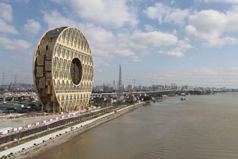 Doughnut-shaped skyscraper completes in Guangzhou