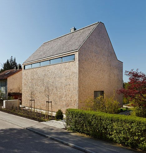 Stuttgart house by (se)arch with shingle-clad walls and a triple-height art gallery