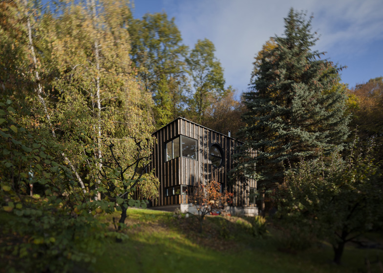 House in the woods in Hungary built in two days by T2.a Architects