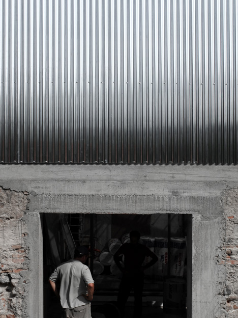M03 house renovation by BAST contrasts old brick base with new metal extension
