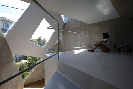 Atelier Tekuto creates an angular house with a pattern of pointy skylights