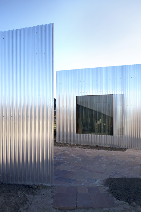 Aluminium-clad Rebel House by MONO