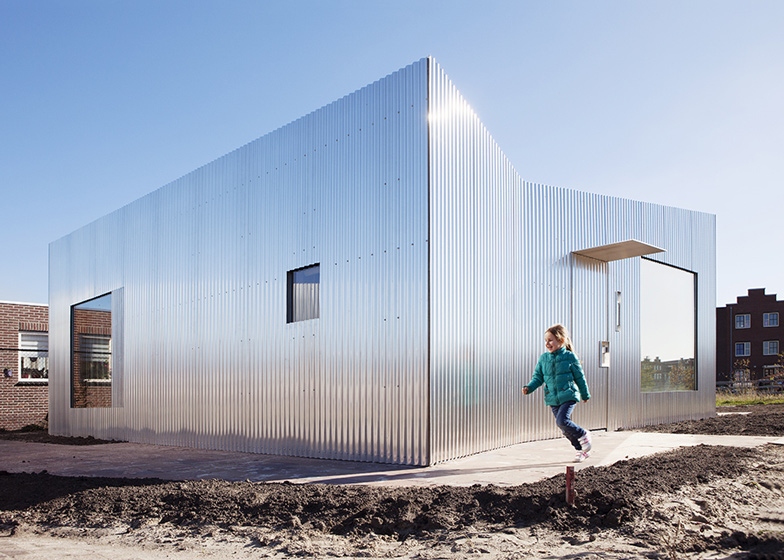 Aluminium-clad Rebel House by MONO reflects the colours of its surroundings