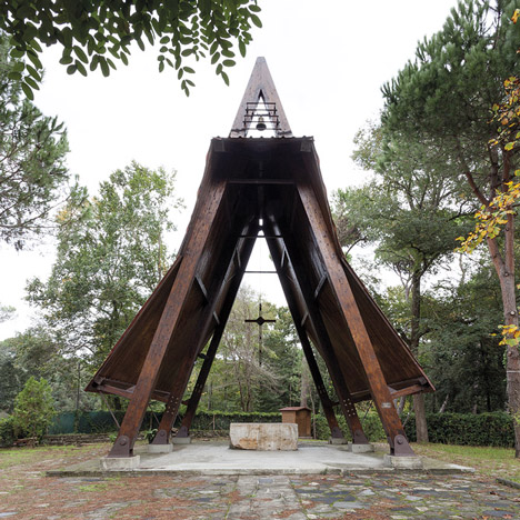 Studio Galantini rebuilds wooden frame of small Italian chapel