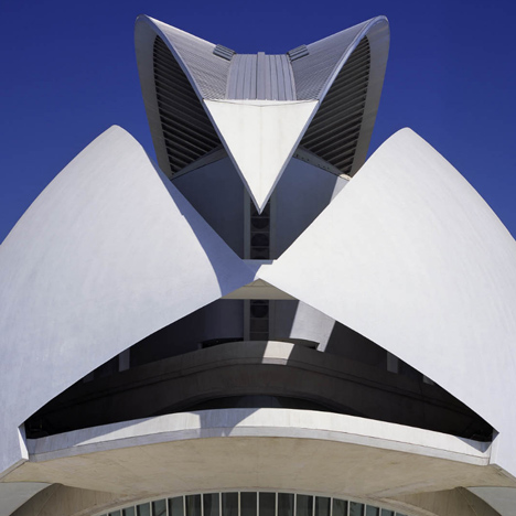Valencia to sue Calatrava over falling masonry at City of Arts and Sciences