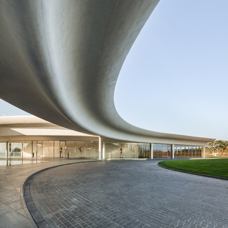 Southcape golf clubhouse by Mass Studies features curving concrete canopies