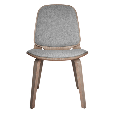 Viggo chair made from two curving plywood pieces by ShapingYourDay