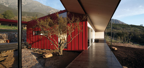 WA House in Chile by MAPA