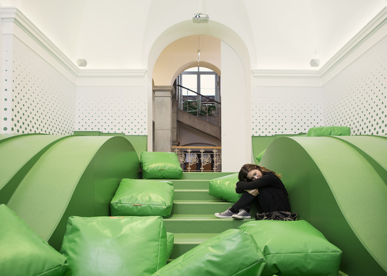 Wavy green lounge in a Solvenian school by Svet Vmes Architects