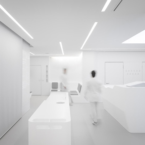White Space orthodontic clinic by Bureauhub_dezeen_1sq