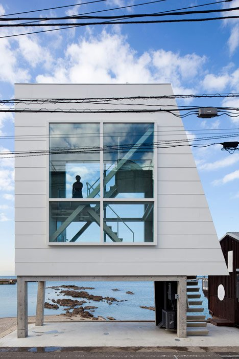 Micro house by Yasutaka Yoshimura slotted between two huge windows