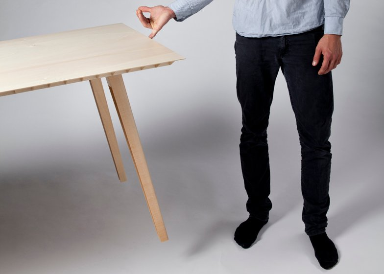 Wooden table by Ruben Beckers weighs just 4.5 kilograms