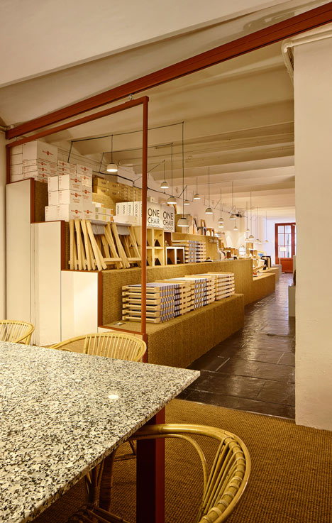 AOO shop in Barcelona by Arquitectura-G has a stepped display platform