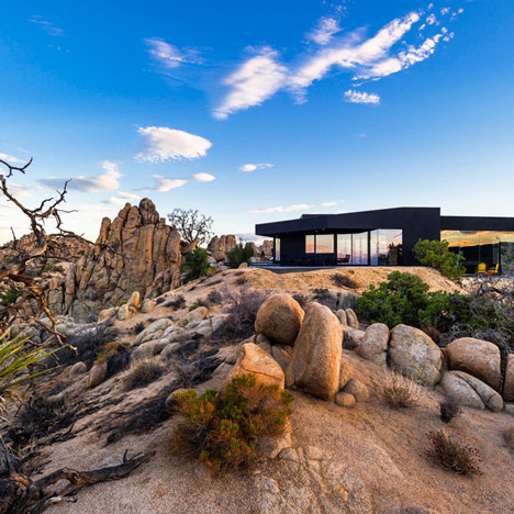 Oller & Pejic's Desert House designed to look