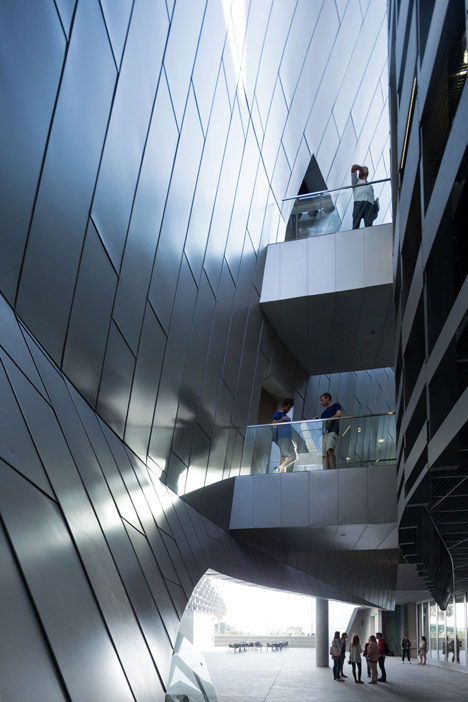 Emerson College Los Angeles >> Emerson College Campus By Morphosis Puts Curvy Classrooms Into A Frame