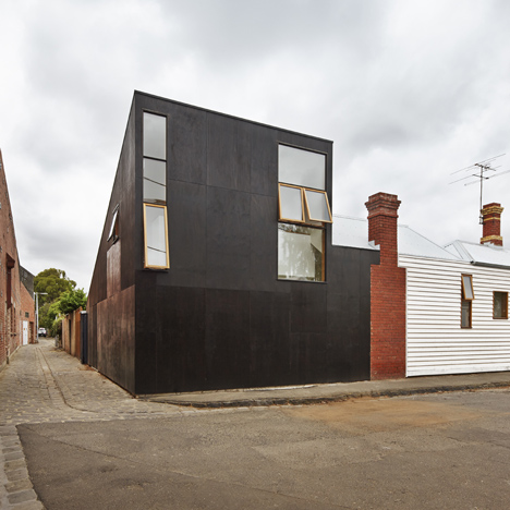 BLOXAS adds periscope-shaped extension<br /> and courtyard veranda to Melbourne house